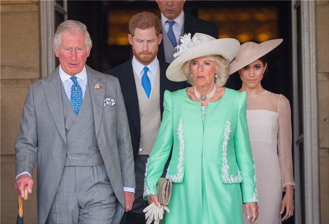 Η πιο ωραία βασιλική φωτογραφία του 2018 δείχνει την Camilla με τον Harry δίπλα της στα τέσσερα