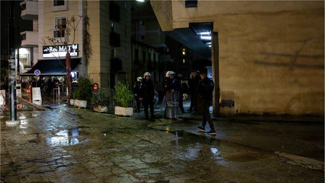 Οι «αναρχικοί-αναρχικές» ανέλαβαν την ευθύνη για την επίθεση στην έδρα των ΜΑΤ