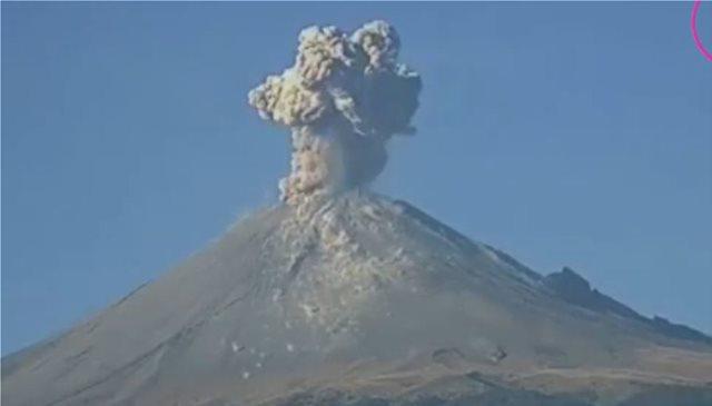 Εντυπωσιακά βίντεο: Δύο εκρήξεις μέσα σε 12 ώρες στο ηφαίστειο Popocatepetl