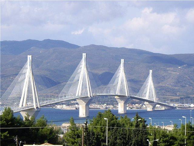Λήξη συναγερμού στη Γέφυρα Ρίου-Αντιρρίου- Πείσθηκε να μην αυτοκτονήσει ο 35χρονος