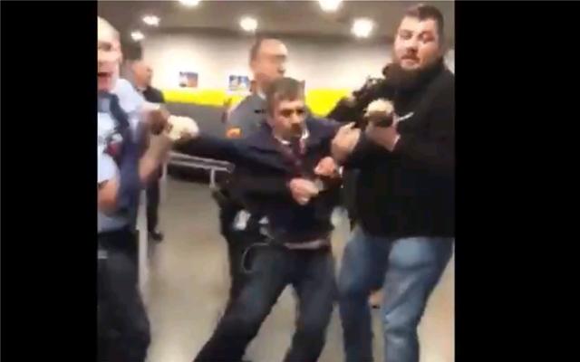 Βίντεο: Φρουροί πετούν έξω από τη δημόσια τηλεόραση Ούγγρο βουλευτή