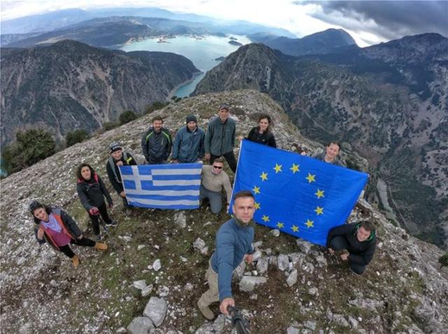 Φωτογραφίες: Αποχαιρέτησαν το 2018 από τα ψηλά βουνά της Κοιλάδας του Αχελώου