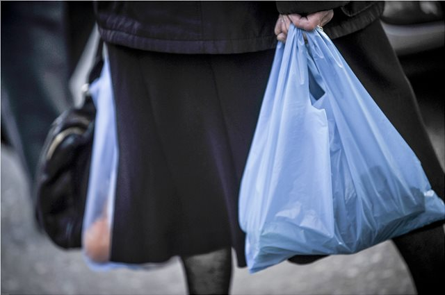 Διευθυντής Greenpeace στο ΘΕΜΑ 104,6: Το τέλος για την πλαστική σακούλα θα έπρεπε να είναι μεγαλύτερο