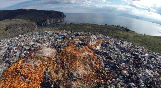 Φόρο €10 ανά τόνο θα πληρώνουν οι δήμοι που επιλέγουν την ταφή αποβλήτων