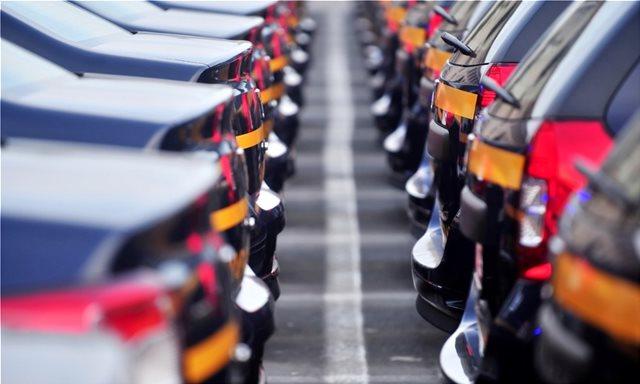 Ενώ έρχεται φοροΣΟΚ στο αυτοκίνητο, τεράστια τρύπα στα έσοδα από τους  «e-πειρατές» εμπόρους