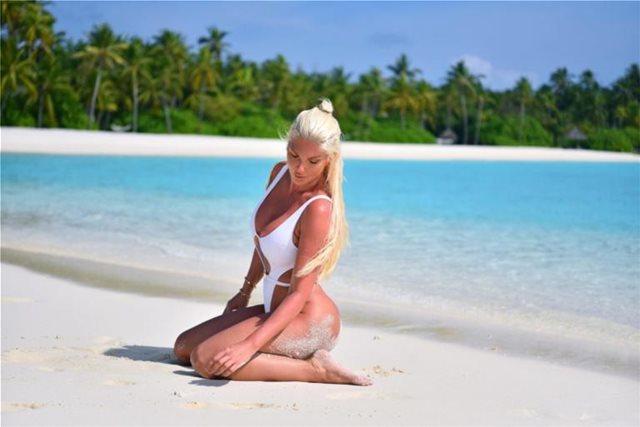 Γελένα Καρλέουσα: H sexy τραγουδίστρια που ρίχνει το instagram!