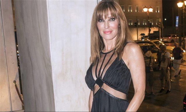 Η Βίκυ Χατζηβασιλείου ποζάρει με σέξι outfit