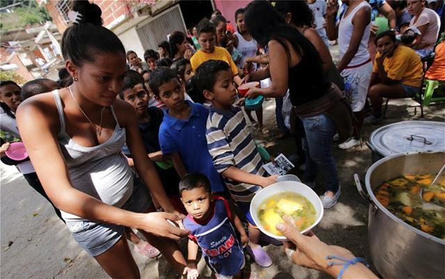 Βενεζουέλα: Απώλειες 350 δισ. δολ. από τις διεθνείς οικονομικές κυρώσεις