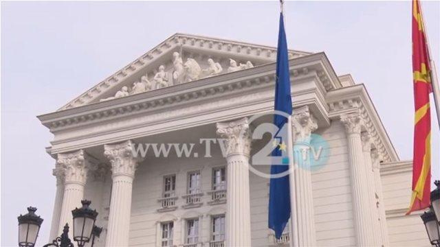 Σκόπια: Υψώθηκε η σημαία του ΝΑΤΟ έξω από το κυβερνητικό μέγαρο
