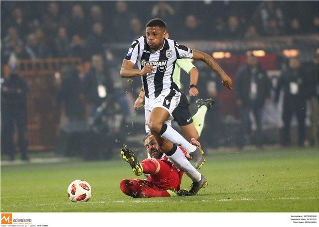 Τσούμπα Άκπομ στη Mirror: «Το ποδόσφαιρο στην Ελλάδα είναι σαν θρησκεία»