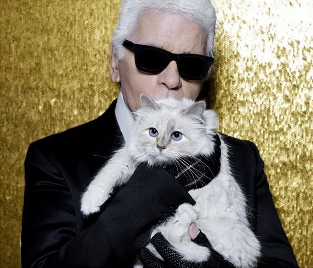 Choupette: Η γάτα του Καρλ Λάγκερφελντ αποχαιρετά τον «μπαμπά» της