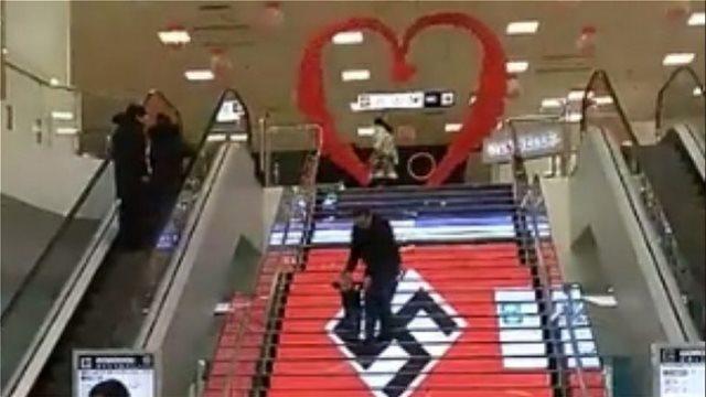 Βίντεο: Σβάστικες σε εμπορικό κέντρο στο Κίεβο!