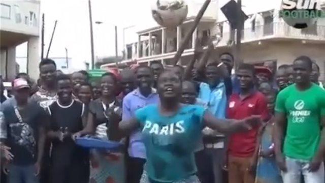 Γυναίκα από την Τανζανία έγινε viral για τις ποδοσφαιρικές της ικανότητες λόγω... Τραμπ