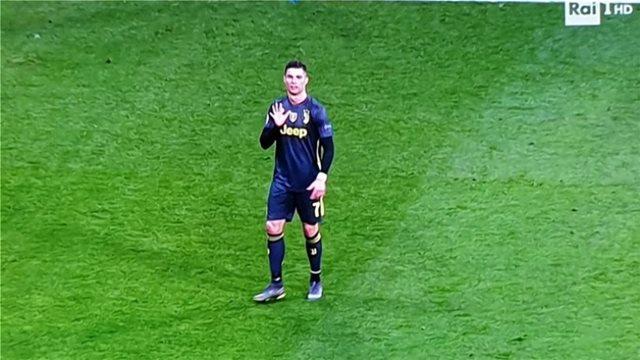 Βίντεο: Ο Ρονάλντο έδειξε τα... 5 Champions League επειδή τον έκραζαν για τους φόρους