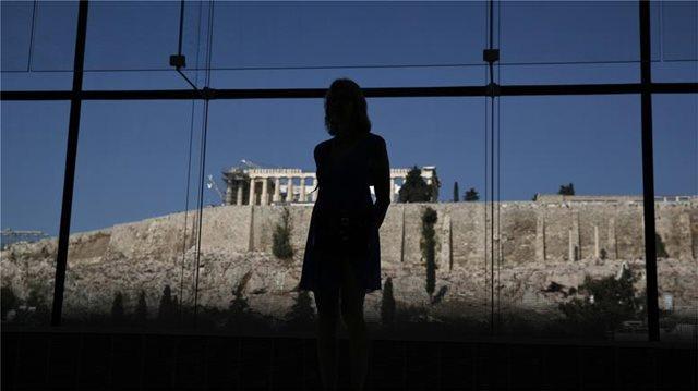 ΣΕΒ: Ο μέσος Έλληνας χρωστά δυο φορές το εισόδημά του στους δανειστές