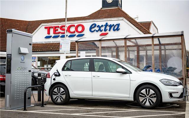 Μηχανές αντί για ανθρώπους - Η Volkswagen «κόβει» έως 7.000 θέσεις μέχρι το 2023