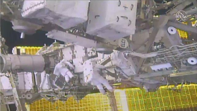 Βίντεο: Η πρώτη «βόλτα» των αστροναυτών του ISS στο διάστημα για το 2019