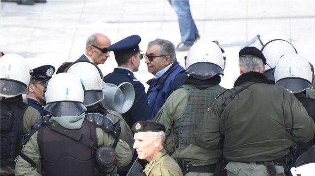 1bed11d83a3 Σε εξέλιξη η μαθητική παρέλαση στην Αθήνα - Έδιωξαν διαδηλωτές που φώναζαν  κατά της Συμφωνίας των Πρεσπών - Έντονη η αστυνομική παρουσία στους δρόμους  γύρω ...