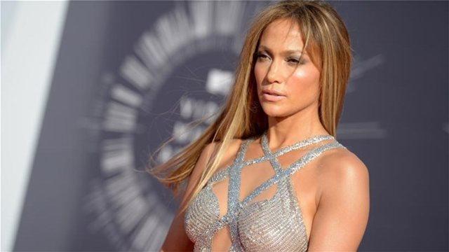 Η Τζένιφερ Λόπεζ είναι η fashion icon της χρονιάς