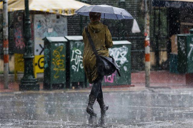 Ο καιρός άστατος  και σήμερα με βροχές και καταιγίδες - Δείτε πού θα χρειαστεί ομπρέλα!