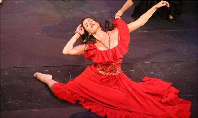 Η Μαρία Κορινθίου - «Εσμεράλντα» ποστάρει για την Παναγία των Παρισίων