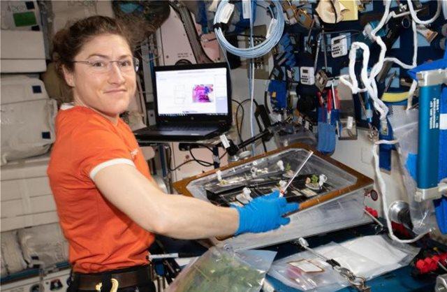 Η  Κριστίνα Κοχ της NASA θα σπάσει το παγκόσμιο γυναικείο ρεκόρ διάρκειας διαστημικής πτήσης