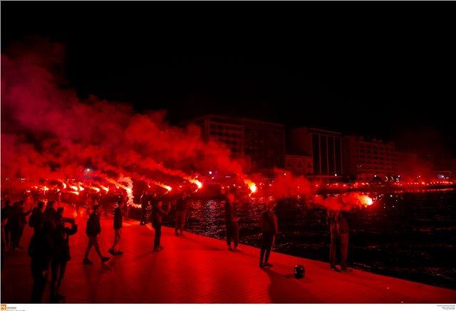 Βίντεο: Φωτιά στη Θεσσαλονίκη για το πρωτάθλημα του ΠΑΟΚ!