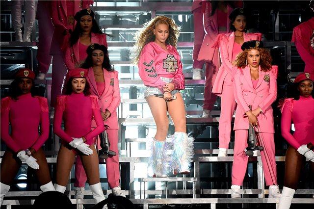 H Beyonce μιλά για τις δυσκολίες της μητρότητας και κλέβει την παράσταση με το ταλέντο της
