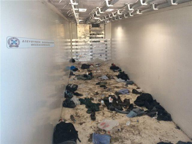 Θεσσαλονίκη: Μετέφερε 59 παράνομους μετανάστες σε κρύπτη στο φορτηγό του - Δείτε φωτογραφίες