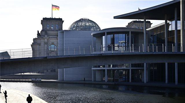 Γερμανικός τύπος για αποζημιώσεις: Να ανταποκριθούμε στο ελληνικό αίτημα