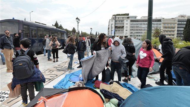 Βίτσας στους μετανάστες στο Σύνταγμα: Φύγετε γιατί δημιουργείτε αρνητική εικόνα στην ελληνική κοινή γνώμη
