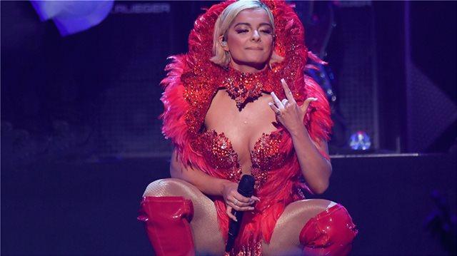 Η αλβανικής καταγωγής Αμερικανίδα τραγουδίστρια Bebe Rexha πάσχει από διπολική διαταραχή