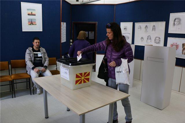 Προεδρικές εκλογές στα Σκόπια: Χαμηλό μέχρι στιγμής το ποσοστό συμμετοχής - Ποιοι είναι οι υποψήφιοι