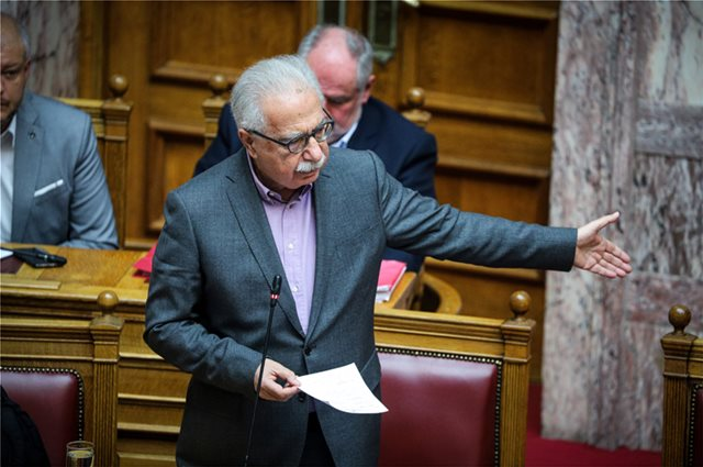 Νομοσχέδιο Γαβρόγλου: Προεκλογικό «αλισβερίσι» με νέα πανεπιστημιακά τμήματα μέσω... τροπολογιών!