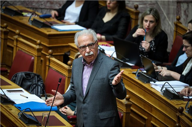 Μαλλιά-κουβάρια στη Βουλή για την Παιδεία - Γαβρόγλου: Δεν ήξερα ότι το ΚΚΕ είναι θρησκευόμενο - Παφίλης: Δεν θα ειρωνεύεστε!