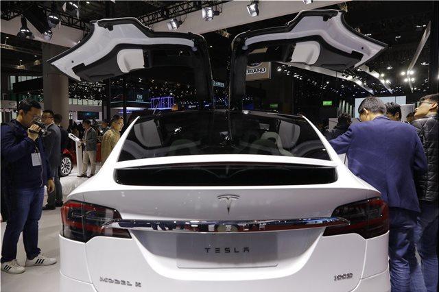 Tesla: Στόλο από ρομπο-ταξί χωρίς οδηγό θα κυκλοφορήσει το 2020