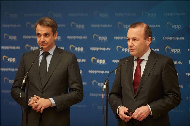 Με επίσκεψη στη Νεμέα μαζί με τον Μητσοτάκη ξεκινά ο Βέμπερ την εκστρατεία του για νέος πρόεδρος της ΕΕ