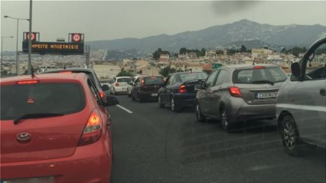 Πάσχα: Η μεγάλη έξοδος των εκδρομέων - Μποτιλιάρισμα σε δρόμους και εθνικές οδούς
