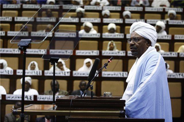 Βίντεο: «Τούβλα» από χρήματα στην οικία του έκπτωτου προέδρου του Σουδάν