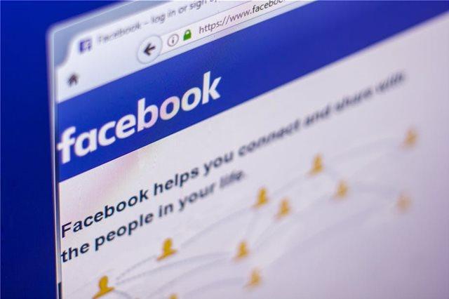 Το Facebook μπλοκάρει ιταλικές ιστοσελίδες με λαϊκιστικό περιεχόμενο