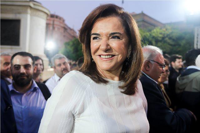 Μαζί με τρία από τα εγγόνια της ψήφισε η Ντόρα Μπακογιάννη