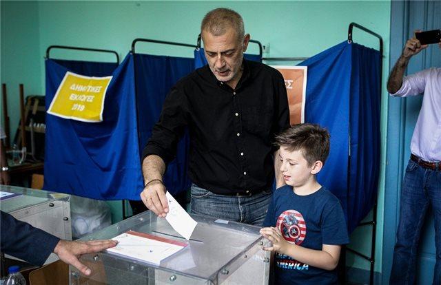 Δήμος Πειραιά: Με 45,2% μπροστά ο Μώραλης - Στη δεύτερη θέση ο Βλαχάκος