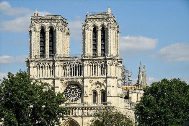 Γαλλία: Το Σάββατο η πρώτη λειτουργία της Παναγιάς των Παρισίων μετά την πυρκαγιά