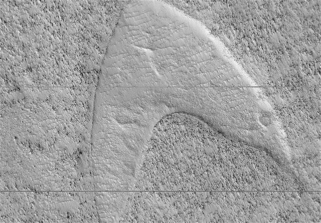 Φωτογραφία: Η NASA βρήκε το σύμβολο του στόλου του «Σταρ Τρεκ» στην «Ελλάδα» του Άρη!