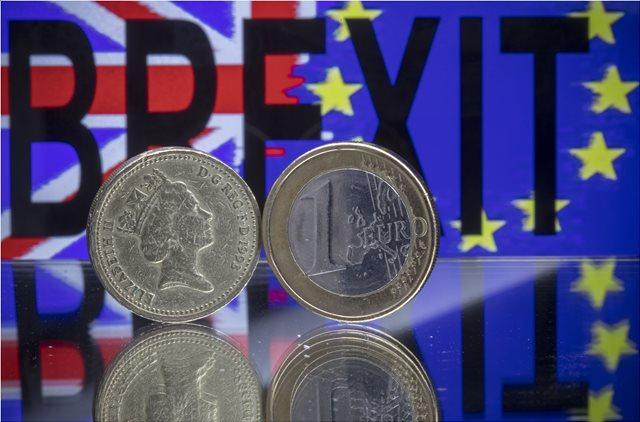 Βρετανία: Χαμηλό πενταμήνου για τη στερλίνα λόγω Brexit και... Μπόρις Τζόνσον