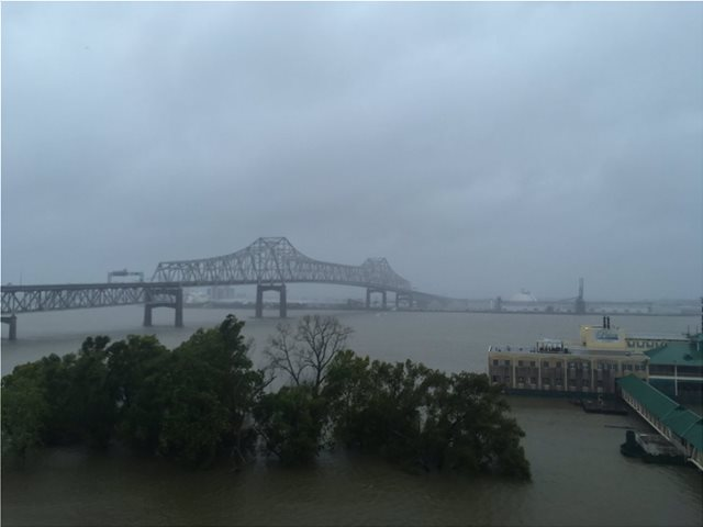 ΗΠΑ: Ο κυκλώνας Μπάρι έφτασε στη Λουϊζιάνα, εξασθένισε σε τροπική καταιγίδα