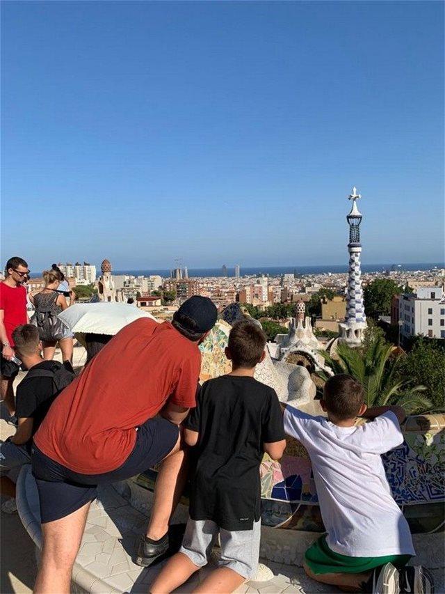 Φωτογραφίες από τις διακοπές της οικογένειας Τσίπρα στη Βαρκελώνη - Χαλάρωση μακριά από την ελληνική πραγματικότητα