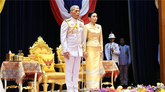 Ταϊλάνδη: Ο βασιλιάς αποκαθήλωσε τη σύντροφό του