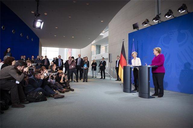«Ειδική σχέση» με Σκόπια και Τίρανα προτείνουν Μέρκελ και Φον ντερ Λάιεν