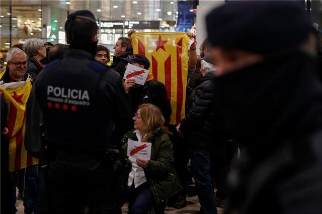 Βαρκελώνη: Κυμάτισαν και πάλι αποσχιστικές σημαίες - Νέα διαδήλωση υπέρ της ανεξαρτησίας